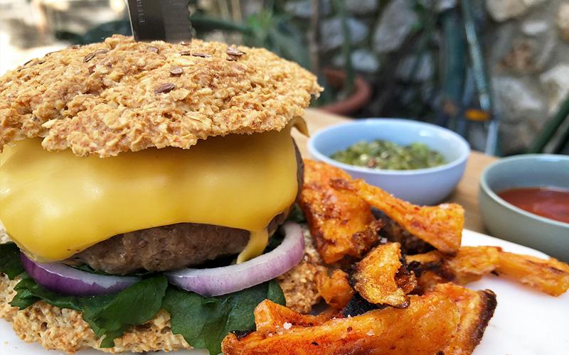 Hjemmelaget burger og burgerbrød