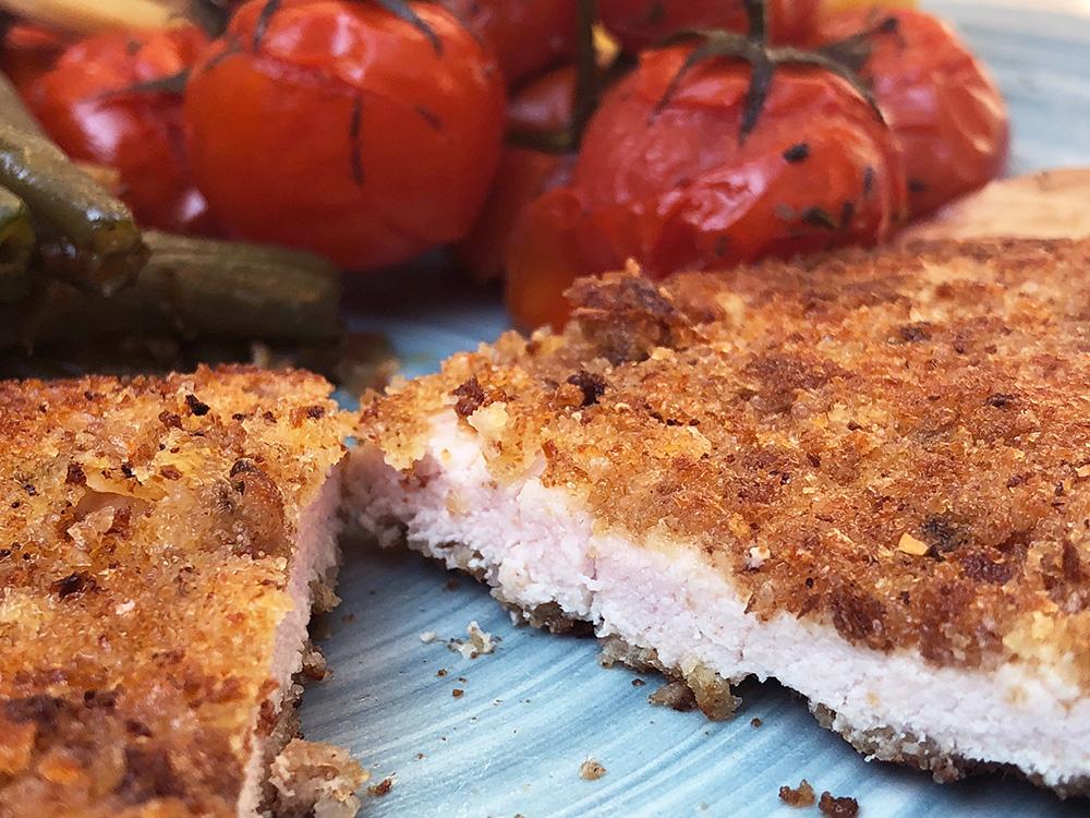 Hjemmelaget schnitzel med tomater og aspargesbønner