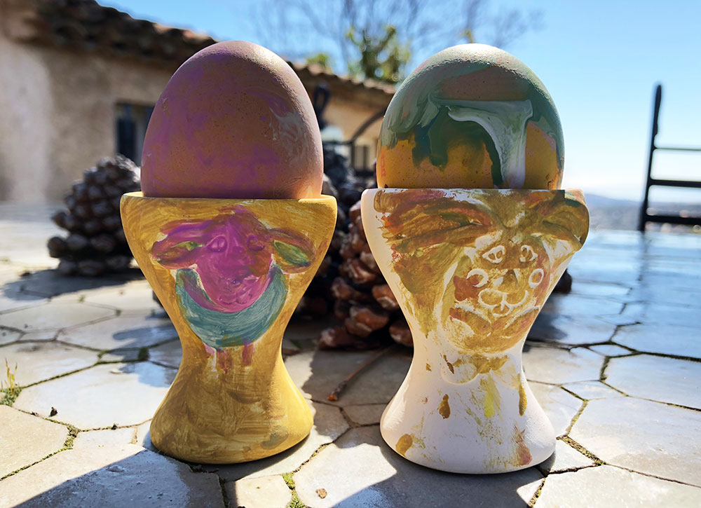 Påsketradisjoner, flvende klokker og den store eggejakten
