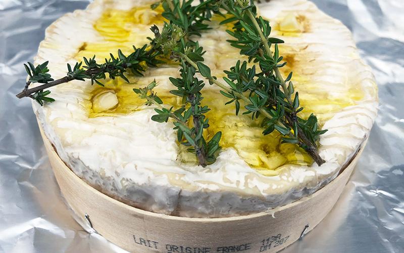 Grillet camembert med hvitløk og timian