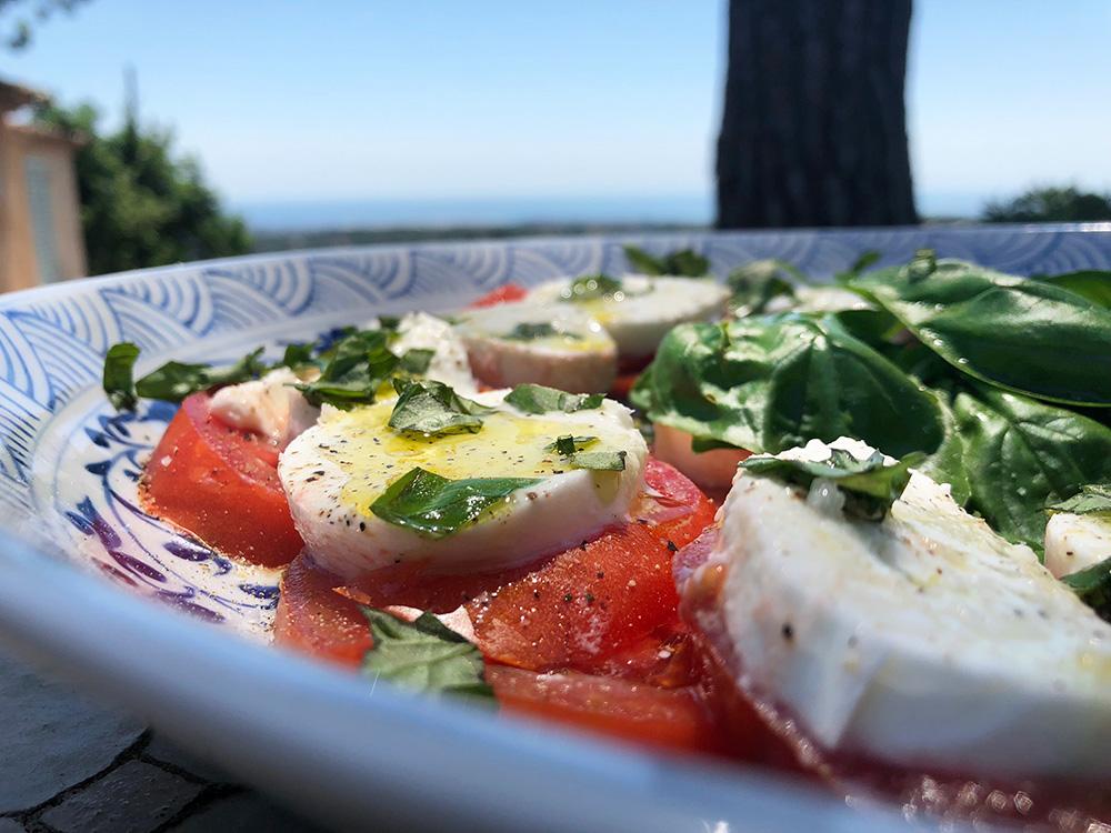 Klassisk tomat og mozzarellasalat (Caprese)