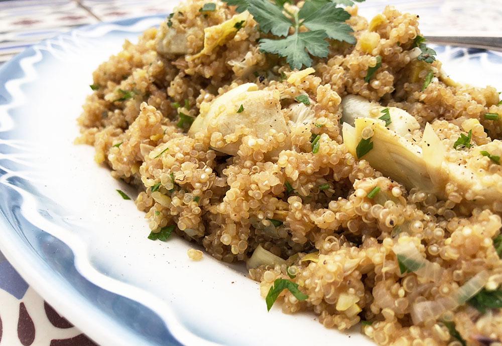 Frisk quinoasalat med stekte artisjokkhjerter