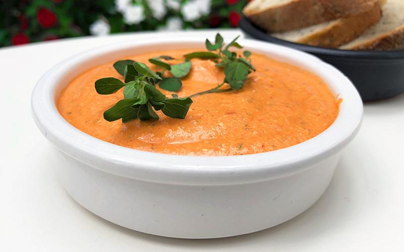 Spicy dip med bakt paprika og fetaost