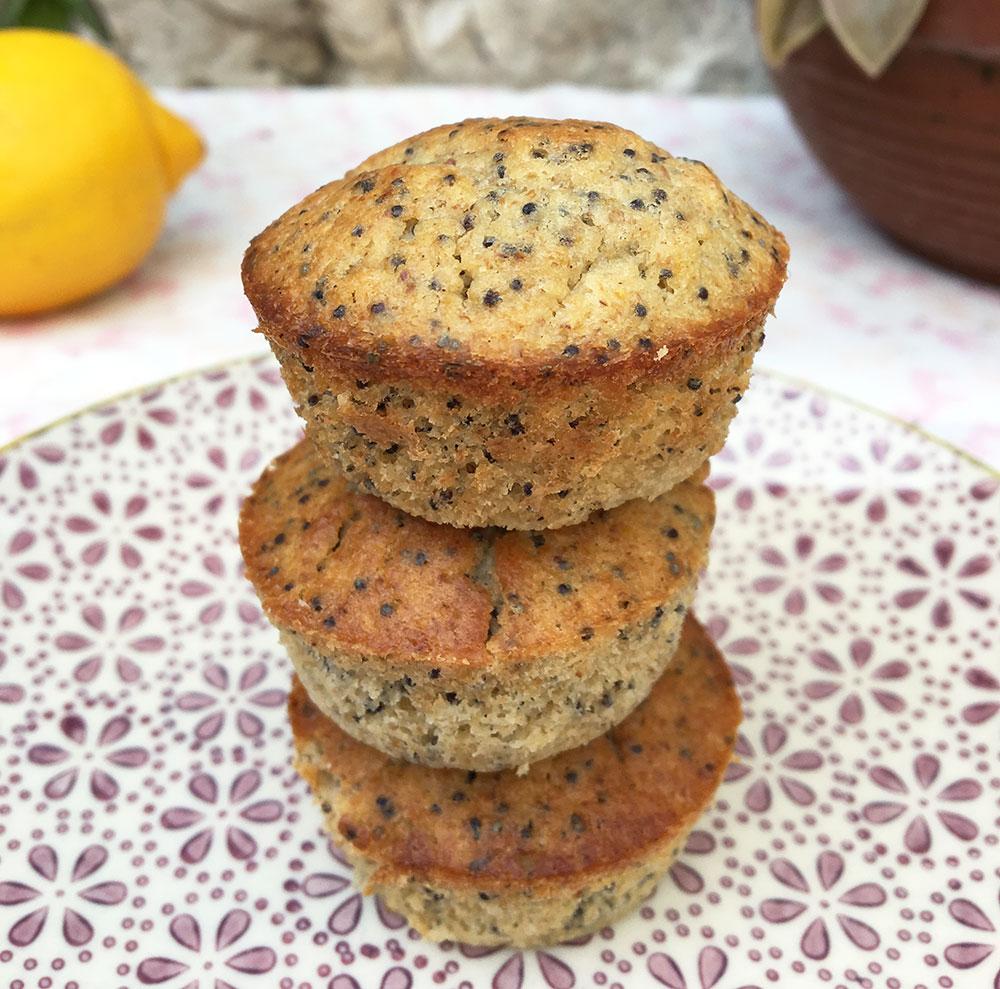 Saftige minimuffins med sitron og sesamfrø