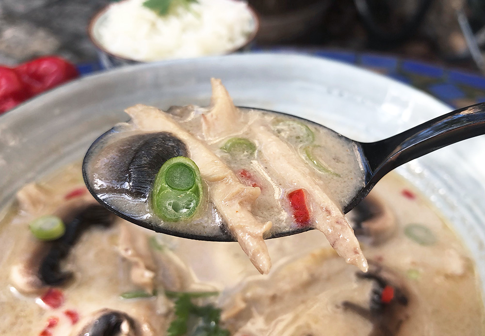 Spicy tom kha gai - thaisuppe for hvermansen