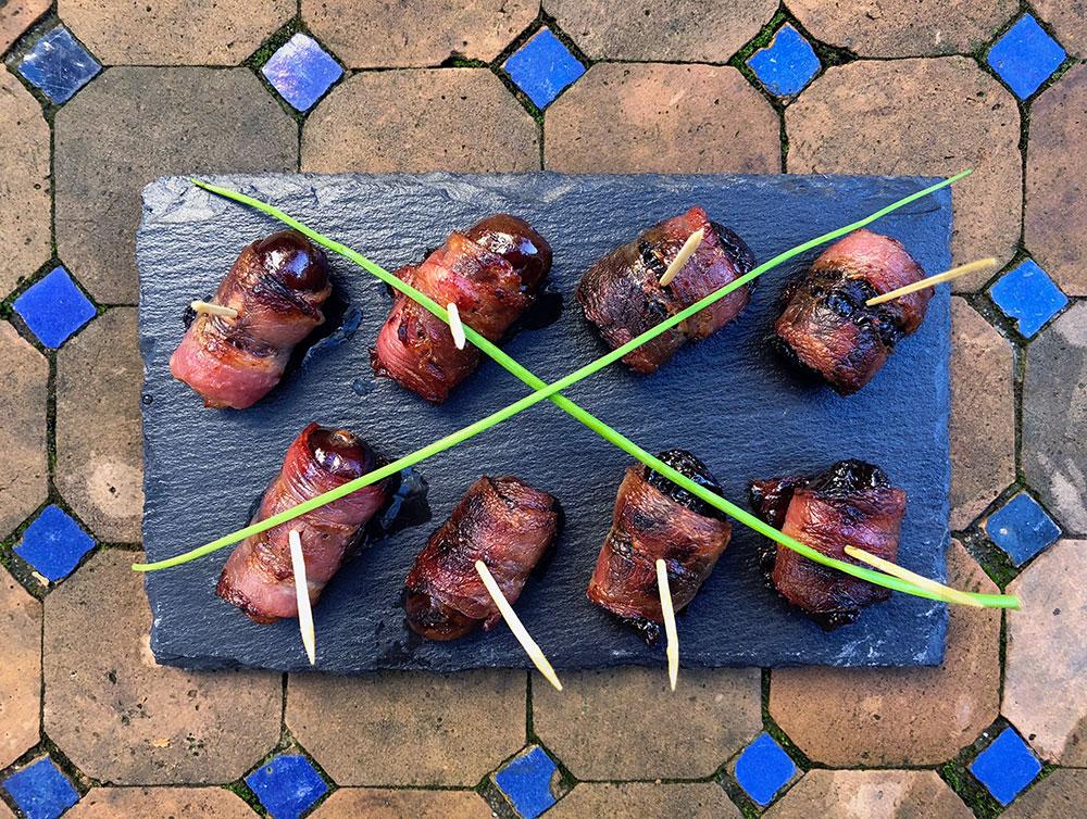 Baconsurrede svisker og dadler