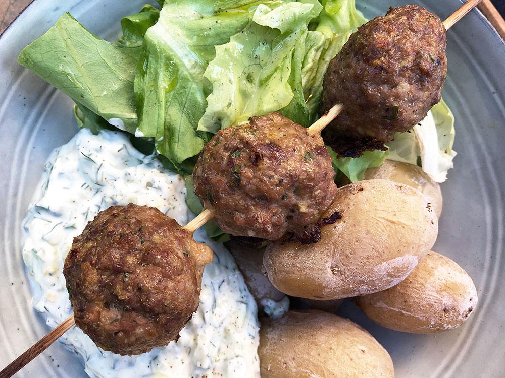 Lammekjøttboller med tzatziki og saltkokte poteter