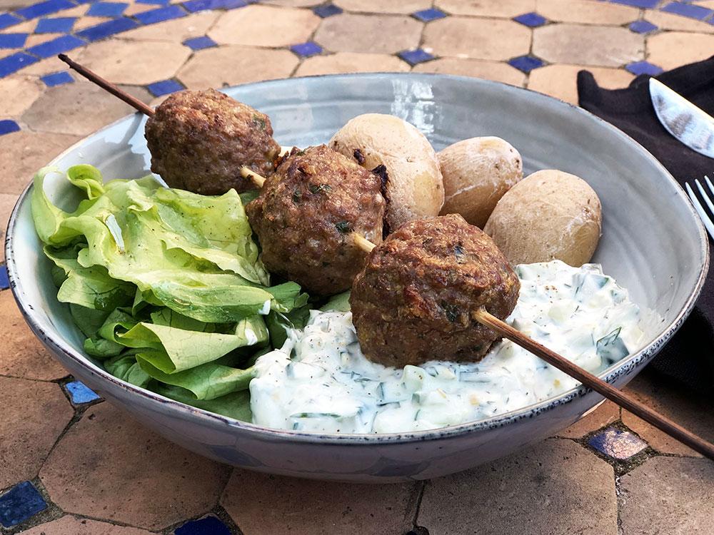 Årets påskelam – Lammekjøttboller med tzatziki og saltkokte poteter