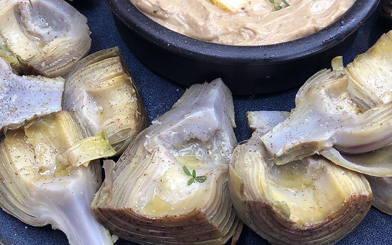 Hvordan tilberede artisjokker - servert med balsamico dip