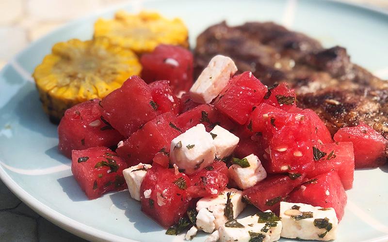 Nakkekoteletter med vannmelon-og fetasalat