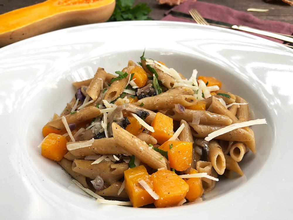 Alt i en kjele med butternut gresskar og pasta