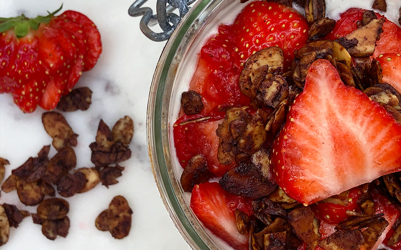 Over natten grøt med jordbær, vanilje og brente mandler
