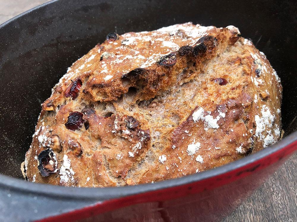 Grytebrød med valnøtter og tranebær