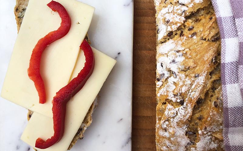 Grytebrød med frø og kjerner – og sprø skorpe!