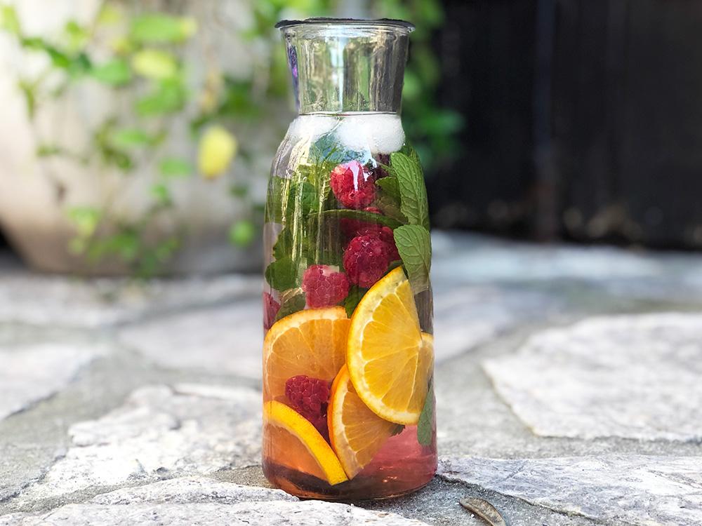 Infusion med mynte, bringebær og appelsin