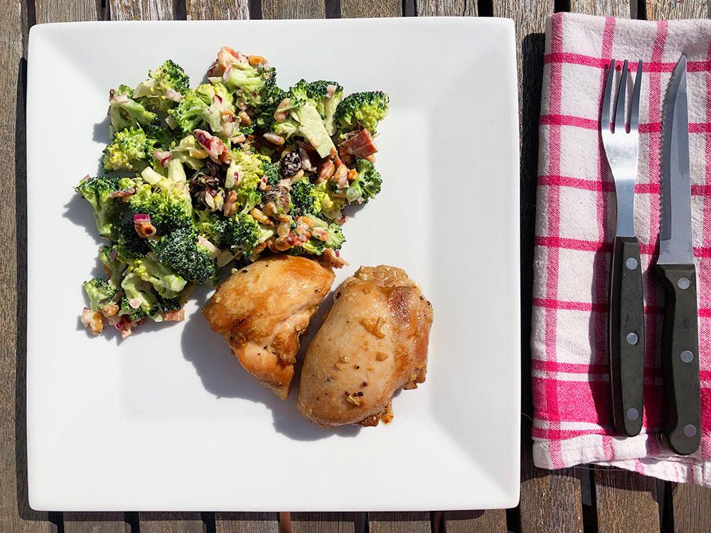 Marinert kylling med kremet brokkolisalat