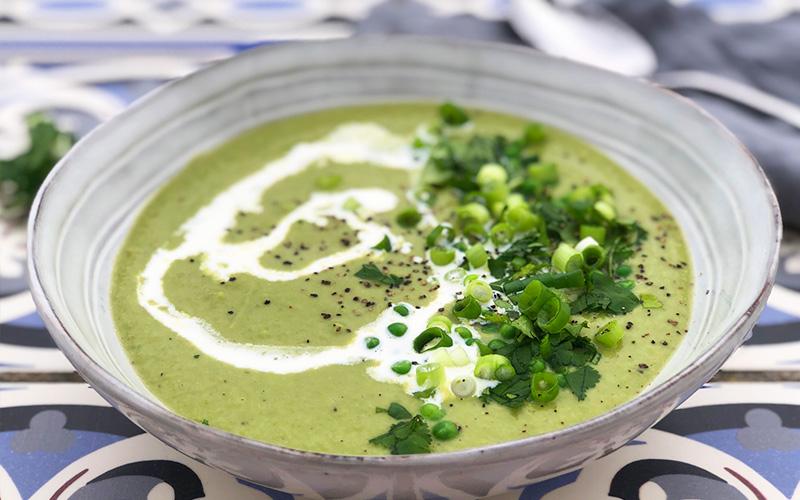 Grønn curry- og ertesuppe med kokosmelk