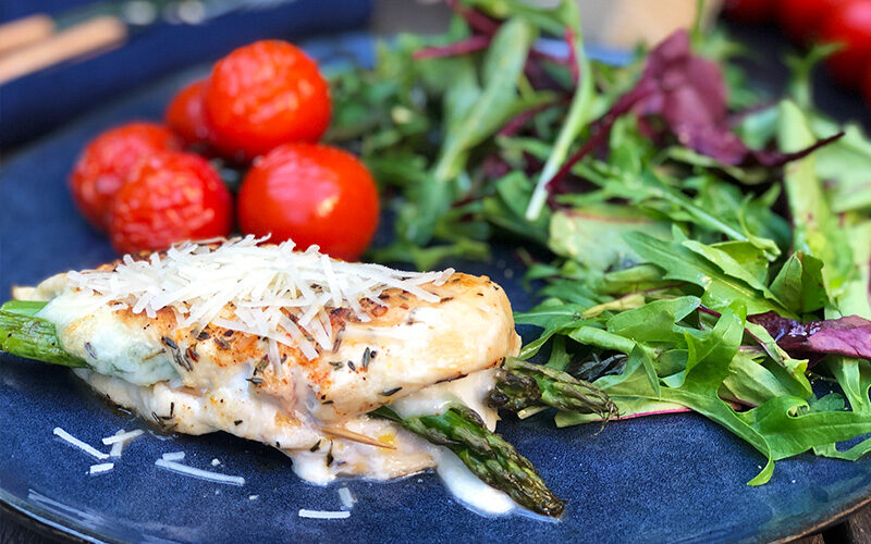 Fylt kyllingbryst med mozzarella og asparges