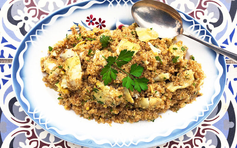 Quinoasalat med stekte artisjokkhjerter