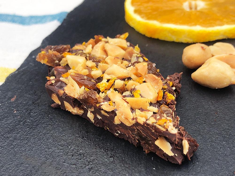 Sjokoladebark med appelsin og nøtter